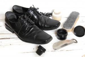 L'entretien chaussure cuir par le glaçage