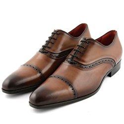 Des chaussures homme en cuir dans un état irréprochable