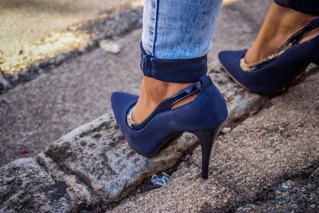 120eac22cf326 Toutes les véritables ladies fashionistas sont toujours à la quête de  nouveaux accessoires de mode tendance. L une des passions de ces  fashionistas est sans ...